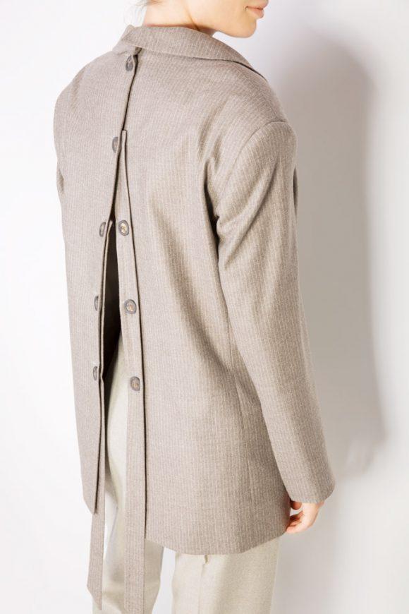 sacou cu nasturi la spate din lana model oversize